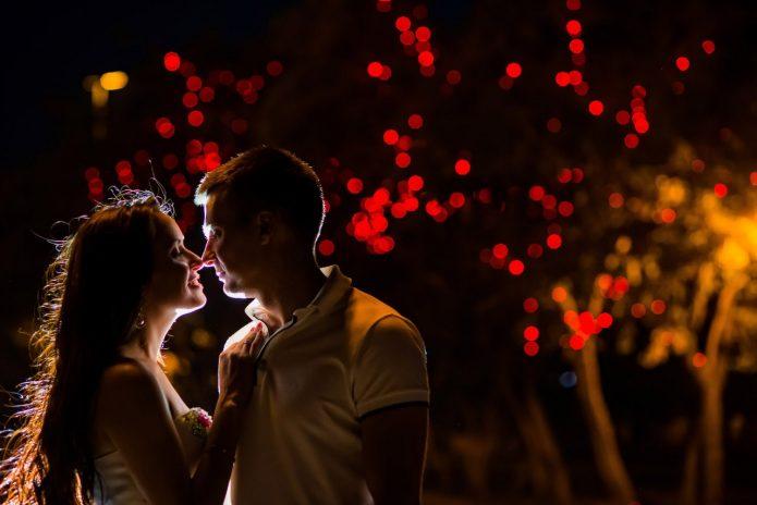 пара влюблённых, огоньки, вечер