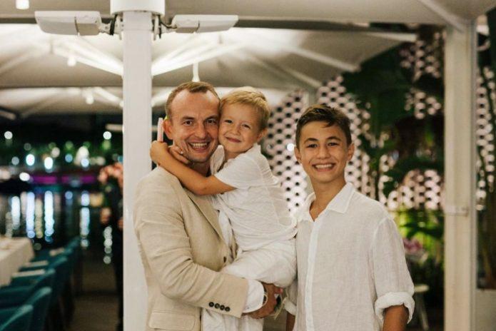 Муж Нюши с сыновьями