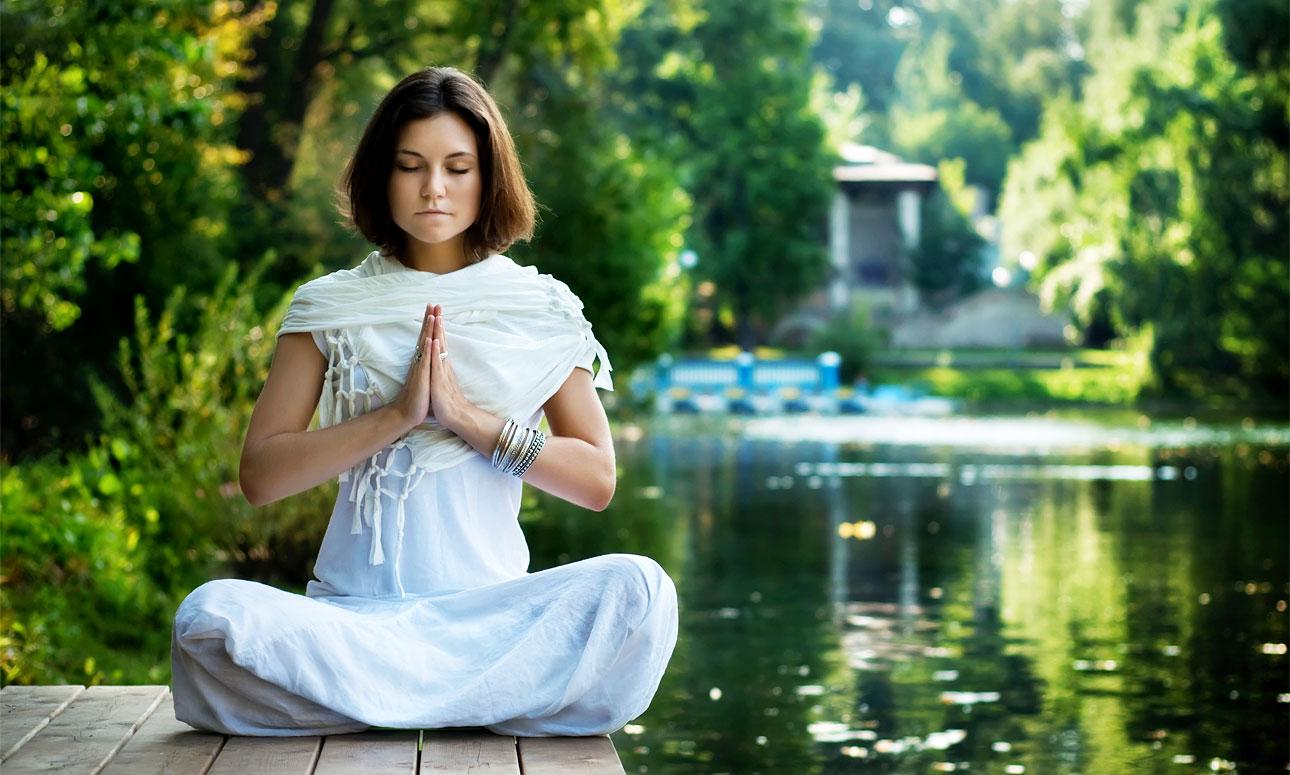 Картинка девушка медитирует