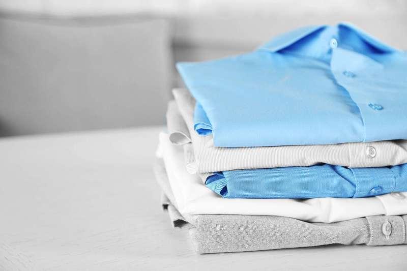 Как стирать рубашки с стиральной машине и вручную: гид по белым и цветным