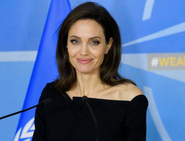 Джоли завела свой Youtube-канал