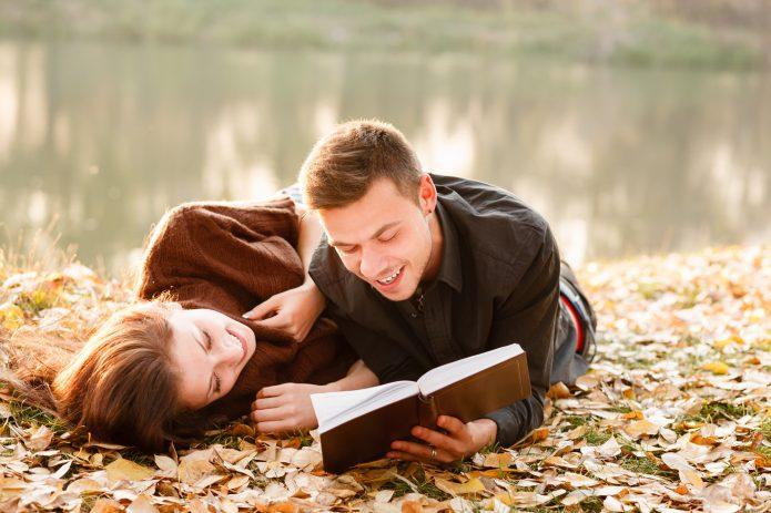 девушка, парень, книга, осень