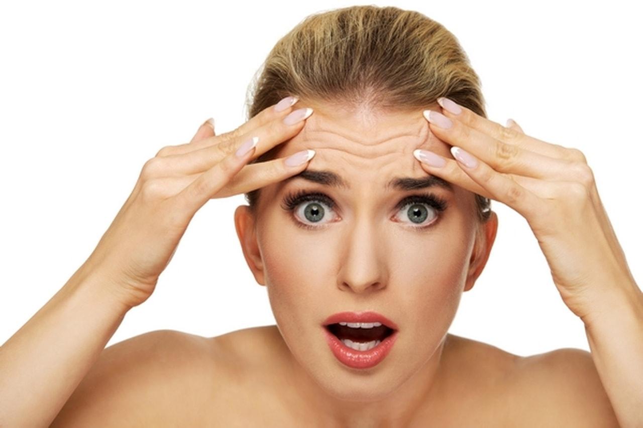 7 неожиданных привычек, которые способствуют раннему появлению морщин