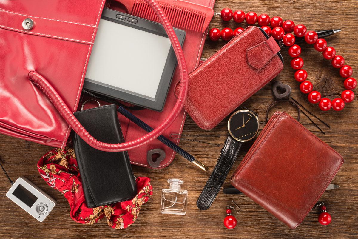 6 веских бьюти-причин носить скотч в дамской сумочке