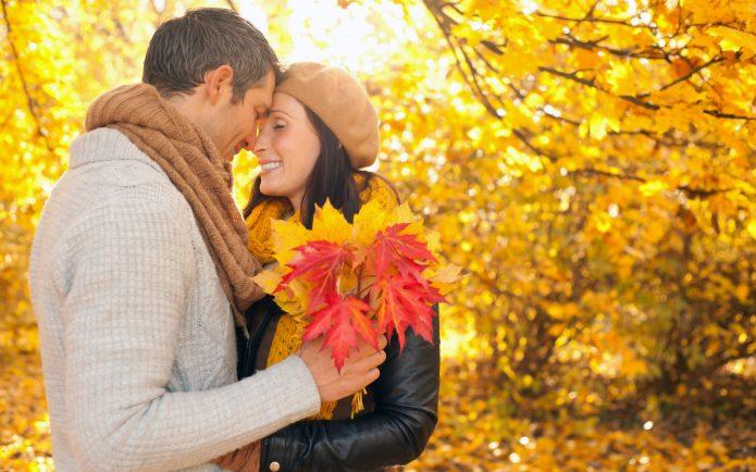 влюблённая пара, осенний пейзаж