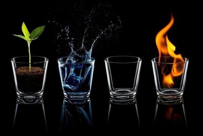 Стаканы с землёй, огнём, водой и воздухом
