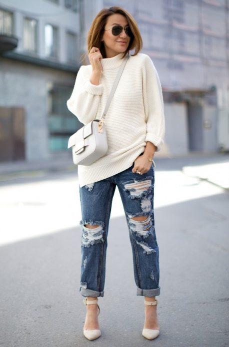 Белый свитер с джинсами-бойфренд