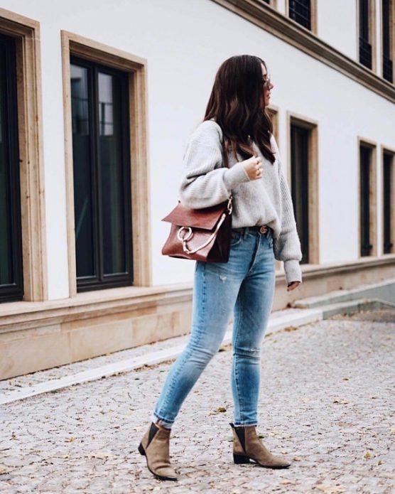 Заправленный в джинсы свитер
