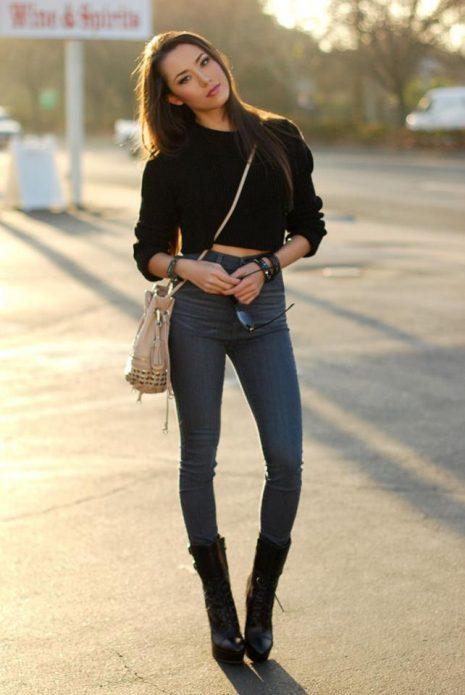 Укороченный джемпер с джинсами