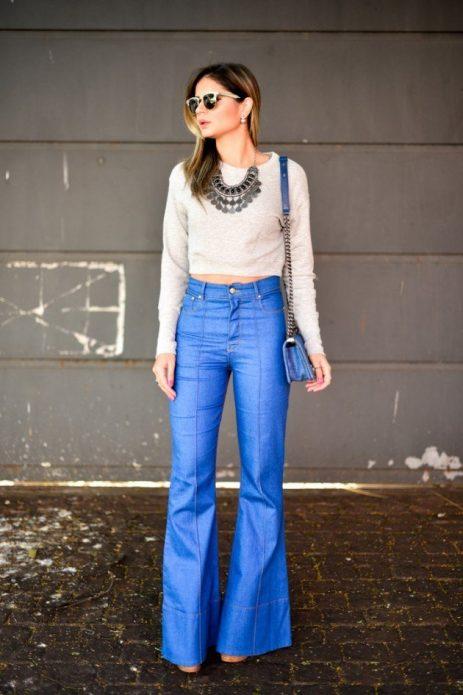 Свитер с расклешёнными джинсами