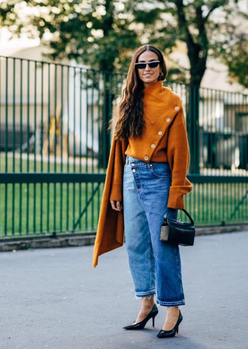 Оранжевый свитер с пуговицами