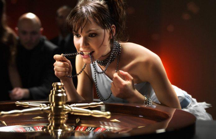 Азартная девушка в казино