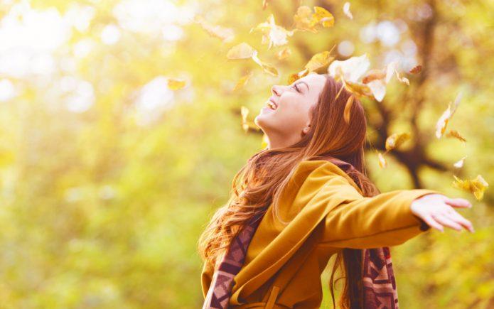 девушка, улыбка, осень, листва