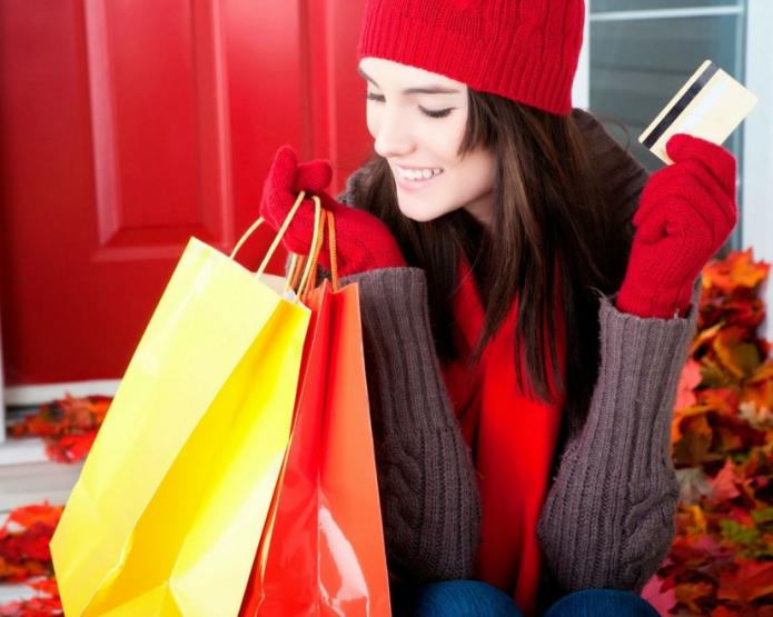 девушка с покупками, осенний шопинг