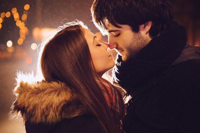 влюблённая пара, вечерний город