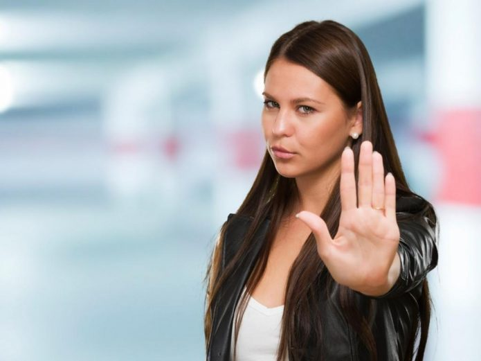 девушка, жест отказа