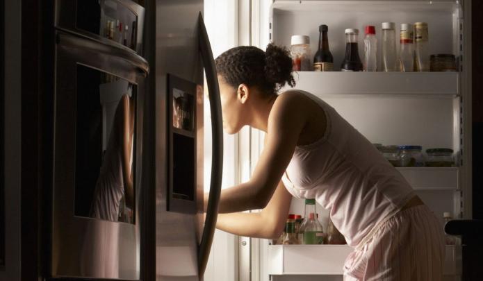 девушка, ночь, холодильники