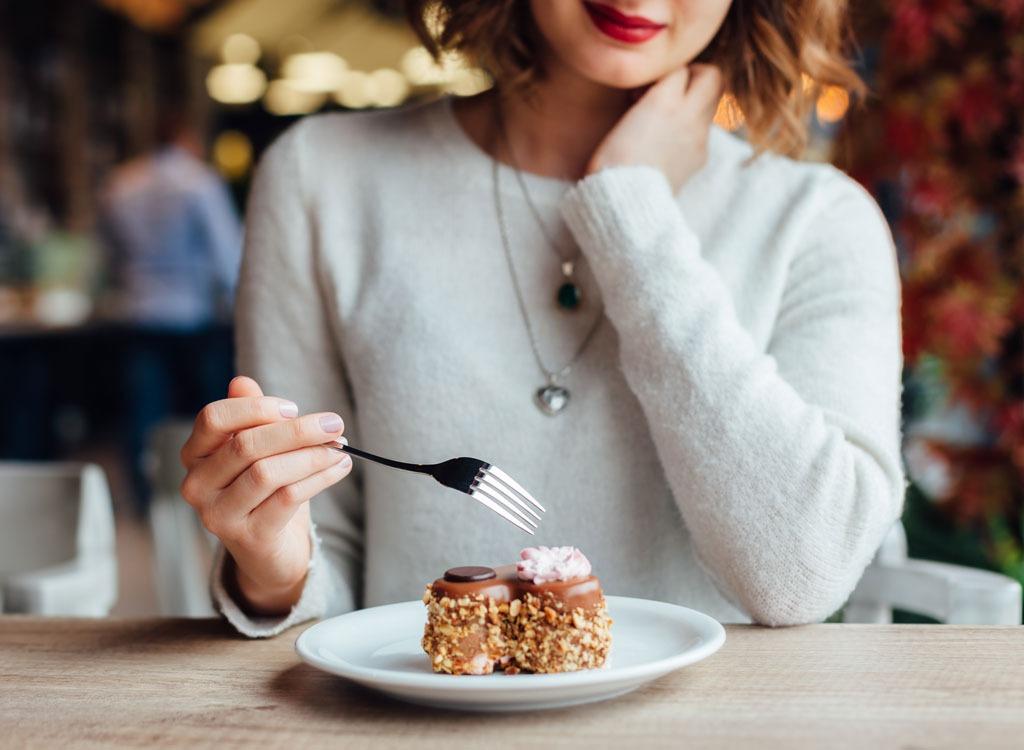 Кофе пирожное девушка картинки