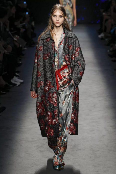Халат-пальто в пижамном стиле