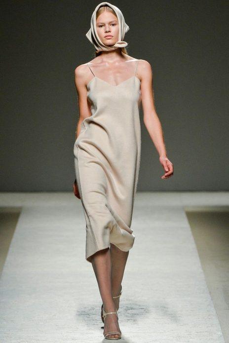 Платье-комбинация в пижамном стиле