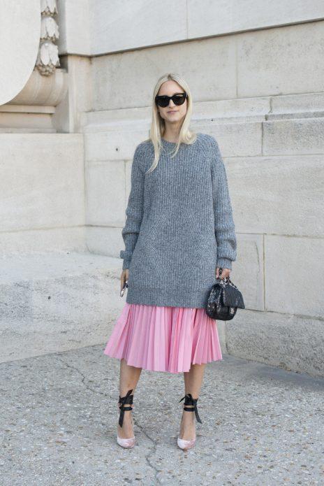 Плиссированная юбка и удлинённый свитер