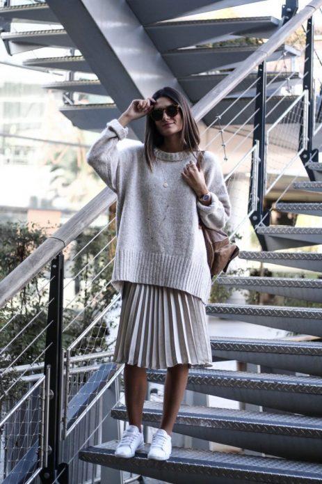 Плиссированная юбка и широкий свитер