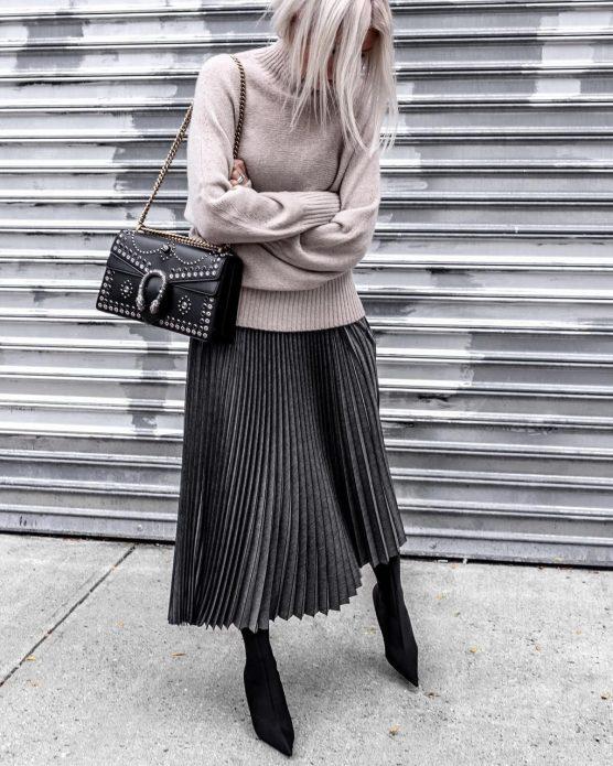 Удлинённая плиссированная юбка и свитер