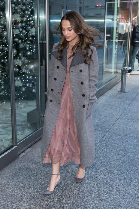 Длинное пальто и туфли лодочки