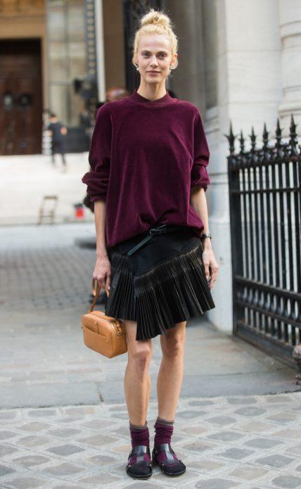 Черные босоножки с бордовыми носками