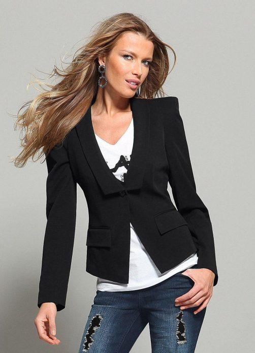Джинсы с коротким пиджаком