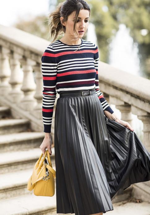 Длинная плиссированная юбка и свитер