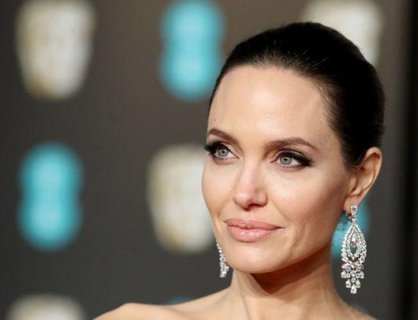 Анджелина Джоли перевоплотилась в блондинку