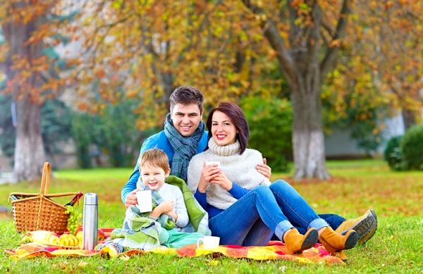 семья, осенний пикник