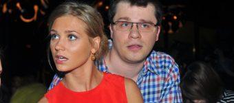 Асмус ответила на слухи о разводе с Харламовым