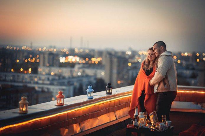 свидание на крыше, влюблённые