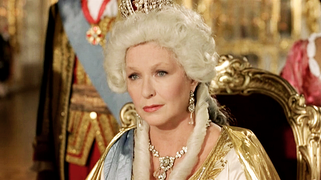 6 российских знаменитостей, которые сыграли роль императрицы