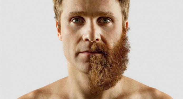 Мужчина с наполовину сбритой бородой