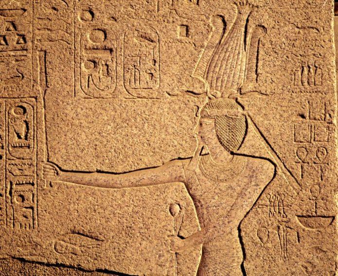 Изображение бога Осириса на камне