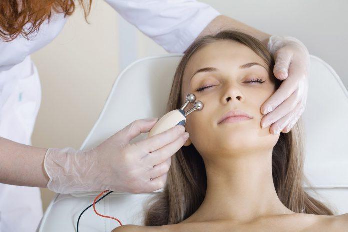 массаж лица микротоками