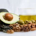 Оливковое масло, орехи, авокадо