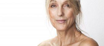 Женщина за 50 лет крупным планом