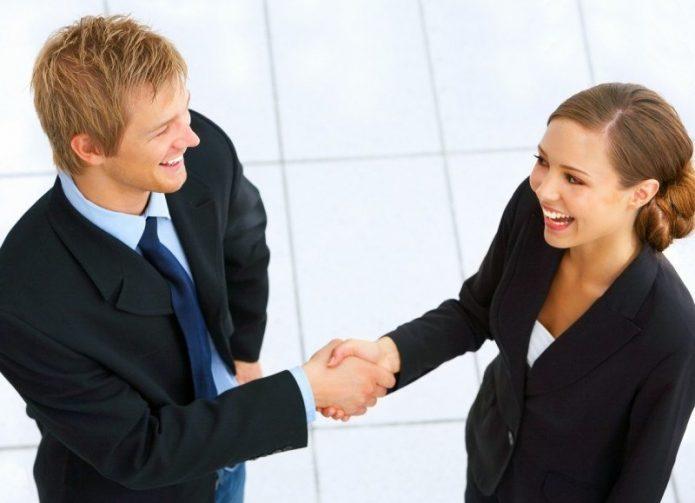 деловые отношения, женщина и мужчина, рукопожатие