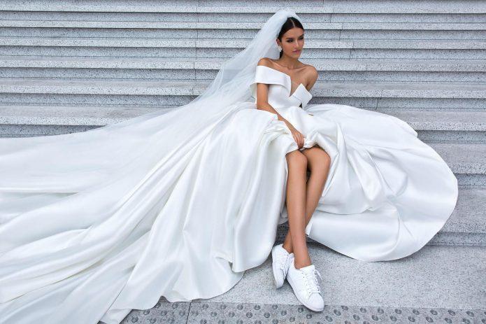 Свадебное платье с кроссовками