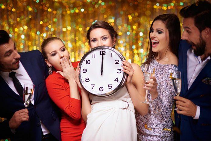 новогодняя вечеринка, девушки и парни, часы