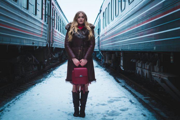 девушка, электрички, снег