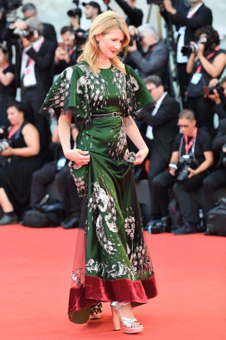 Лора Дерн в платье от Gucci
