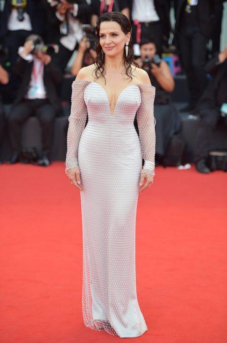 Жюльет Бинош в платье Armani Prive