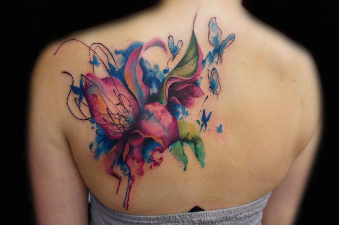 акварельная абстракция цветы на спине тату