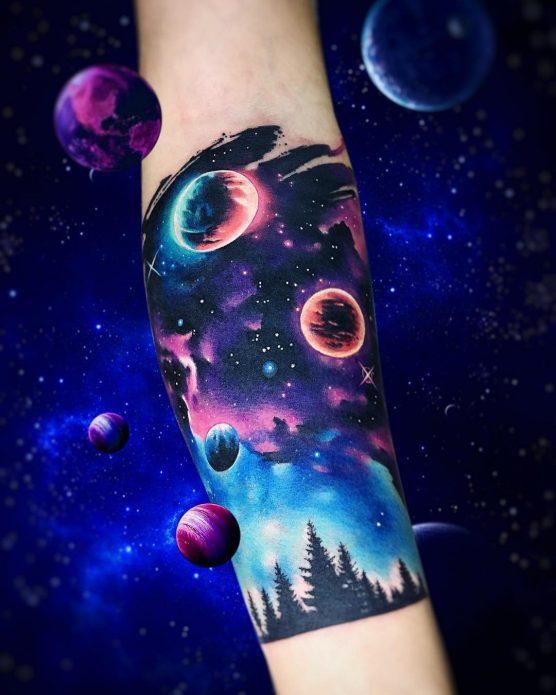 космос тату на руке
