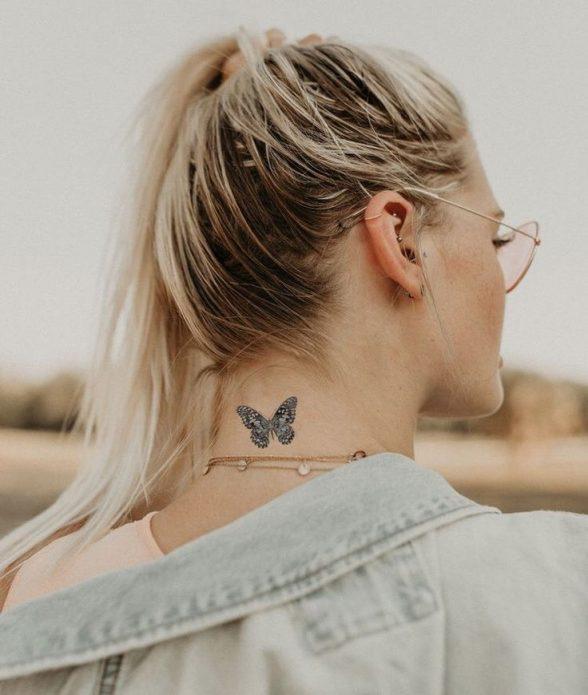 тату на шее бабочка